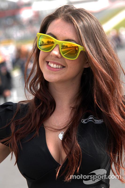 grid girl da Crabbies Racing