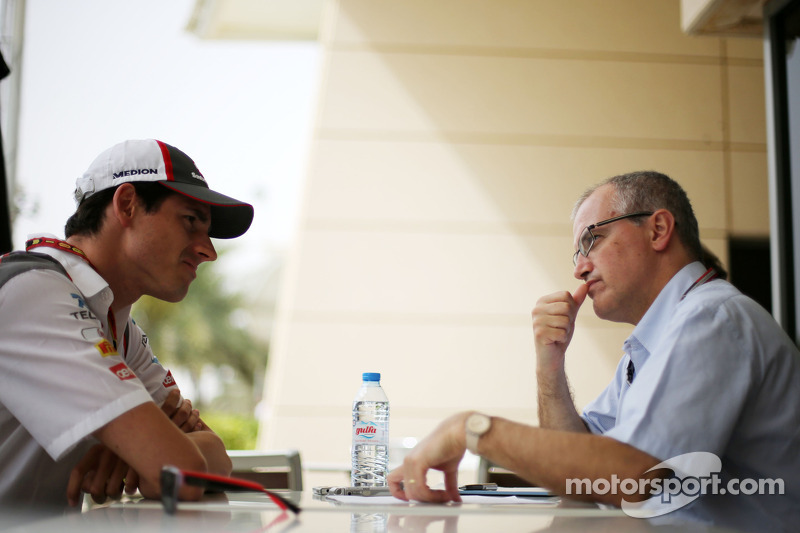 Adrian Sutil, Sauber F1 Team; Luis Vasconcelos, F1-Journalist