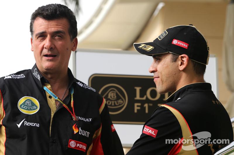 Federico Gastaldi, Team Manager, Lotus F1 Team and Pastor Maldonado, Lotus F1 Team