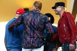 (Esquerda para direita): Niki Lauda, presidente não-executivo da Mercedes, e Kai Ebel, apresentador da RTL TV
