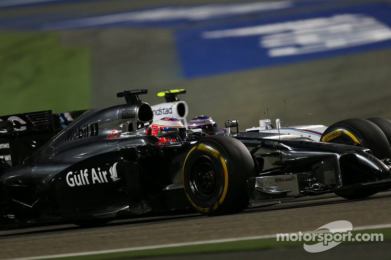 Jenson Button, McLaren MP4-29 e Valtteri Bottas, battaglia Williams FW36 lottano per la posizione