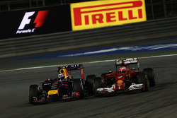 Daniel Ricciardo, Red Bull Racing RB10 and Kimi Raikkonen, Ferrari F14-T