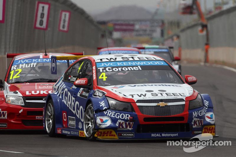 Tom Coronel, Cevrolet RML Cruze TC1, Roal Motorsport e Robert Huff, LADA Granta 1.6T, LADA Sport Lukoil