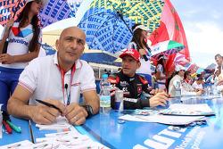 Gabriele Tarquini, Honda Civic WTCC, Castrol Honda WTC Team e Gianni Morbidelli, Chevrolet Cruze RML TC1, ALL-INKL_COM Munnich Motorsport