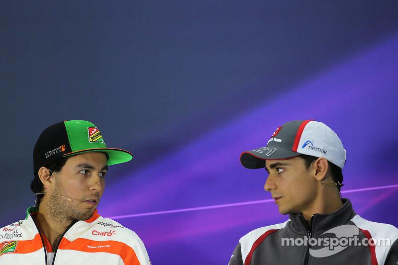 Sergio Perez, Sahara Force India e Esteban Gutierrez, Sauber F1 Team na conferência de imprensa