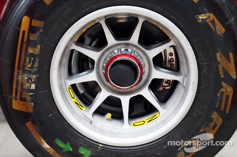Ferrari F14-T ön teker göbek detayı