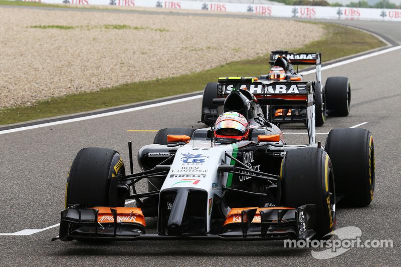 Sergio Perez, Sahara Force India F1 VJM07, e Nico Hulkenberg, Sahara Force India F1 VJM07 in griglia