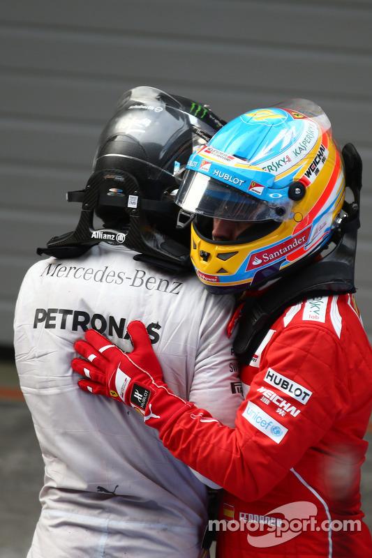 Lewis Hamilton, Mercedes AMG F1, e Fernando Alonso, Ferrari
