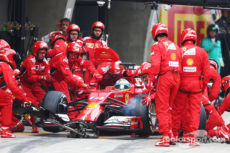 Fernando Alonso, Ferrari F14-T pitstop yapıyor