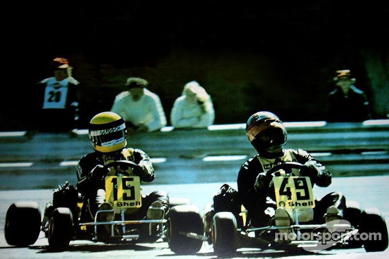 Terry Fullerton davanti a Ayrton Senna