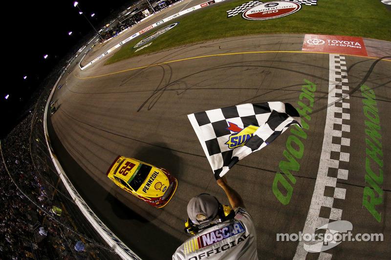 Joey Logano, Penske Ford ottiene la vittoria