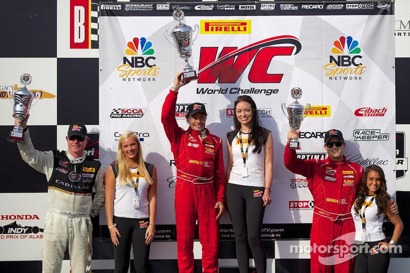 Classe GT podio: vincitore della gara Anthony Lazzaro, il secondo posto Johnny O 'Connell, il terzo posto Nick Mancuso