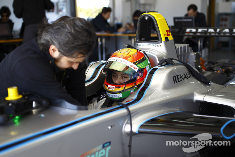 Ho-Pin Tung tests the Spark-Renault STR_01E