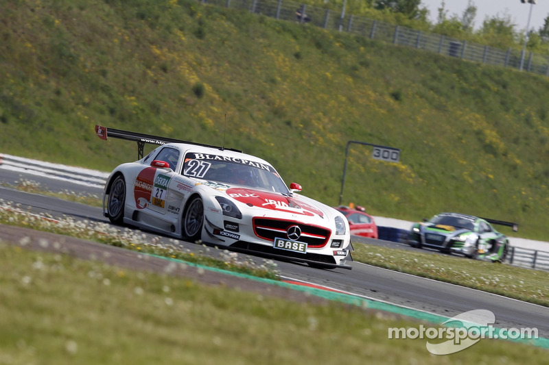 #27 H.T.P. Motorsport 梅赛德斯-奔驰 SLS AMG GT3: 海因茨-哈拉德·福伦岑, 卢卡·施托尔茨