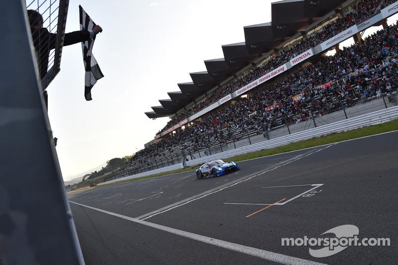 #12 Team Impul 日产 GT-R: 安田裕信, 若·保罗·德·奥利维拉 取胜