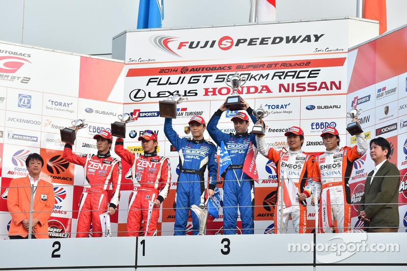 GT500 podio: vincitori Hironobu Yasuda, Joao Paulo de Oliveira, il secondo posto Yuji Tachikawa, Kohei Hirate, terzo posto Kazuya Oshima, Yuji Kunimoto