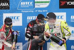 1st position Gianni Morbidelli, Chevrolet RML Cruze TC1, ALL-INKL_COM Munnich Motorsport, 2nd position Tiago Monteiro, Honda Civic WTCC, Castrol Honda WTCC Team, 3rd position Hugo Valente, Chevrolet RML Cruze TC1, Campos Racing