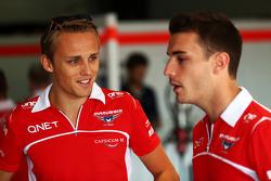 (Da sinistra a destra): Max Chilton, Marussia F1 Team con il compagno di squadra Jules Bianchi, Marussia F1 Team