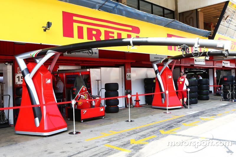 New pit stop gantry for Ferrari