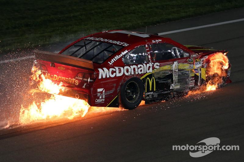 Jamie McMurray, Ganassi Racing Chevrolet in trouble