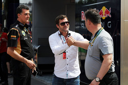 Federico Gastaldi, Lotus F1, Stellvertretender Teamcheff; Steve Robertson, Fahrermanager; Ron Meadows, Mercedes AMG F1, Teammanager