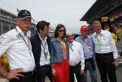 Dr. Dieter Zetsche, Bernie Ecclestone, ve Niki Lauda, Mercedes Fahri Başkanı gridde