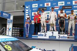 Kazanan Sébastien Loeb, Citroen C-Elysee WTCC, Citroen Total WTCC, İkinci Jose Maria Lopez, Citroen C-Elysee WTCC, Citroen Total WTCC, 3. sıra Norbert Michelisz, Honda Civic WTCC, Zengo Motorsport, Kazananı tc2 Petr Fulin, SEAT Leon WTCC, Campos Racing