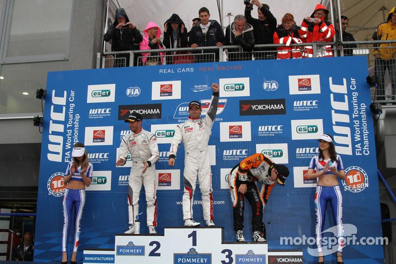 Vincitore Sébastien Loeb, Citroen C-Elysee WTCC, Citroen Total WTCC, secondo Jose Maria Lopez, Citro