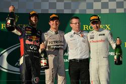 Podyum: 2. Daniel Ricciardo, Red Bull Racing, 1. Nico Rosberg, Mercedes AMG F1, Andy Cowell (GBR) Managing Director, Mercedes AMG High Performance Powertrains, 3. Kevin Magnussen, McLaren