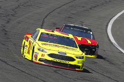 Paul Menard, Wood Brothers Racing, Ford Fusion Menards / FVP e Jamie McMurray, Chip Ganassi Racing, Chevrolet Camaro McDonald's