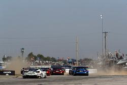 #63 Scuderia Corsa Ferrari 488 GT3, GTD: Cooper MacNeil, Alessandro Balzan, Gunnar Jeannette, start