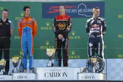 Podyum: 2. Nick Percat, Brad Jones Racing Holden, yarış galibi  David Reynolds, Erebus Motorsport Holden, 3. Jamie Whincup, Triple Eight Race Engineering Holden