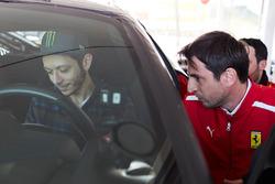 Valentino Rossi teste la Ferrari 488 Pista