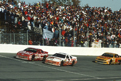 Alan Kulwicki in lotta con Bill Elliott