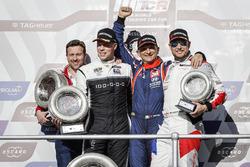 Podium: le vainqueur Gabriele Tarquini, BRC Racing Team Hyundai i30 N TCR, le deuxième Thed Björk, YMR Hyundai i30 N TCR, le troisième Rob Huff, Sébastien Loeb Racing Volkswagen Golf GTI TCR