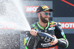 Podium: race winner Tom Sykes, Kawasaki Racing