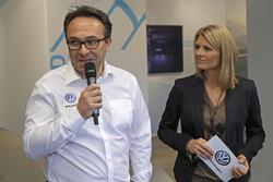 Руководитель Volkswagen Motorsport Свен Сметс и Марен Браун