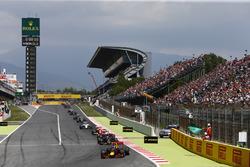 Max Verstappen, Red Bull Racing RB12 TAG Heuer leads Carlos Sainz Jr, Toro Rosso STR11 Ferrari, Sebastian Vettel, Ferrari SF16-H Kimi Raikkonen, Ferrari SF16-H and Valtteri Bottas, Williams FW38 Mercedes