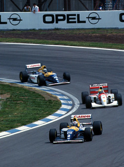 Alain Prost, Williams FW15C lidera a Ayrton Senna, McLaren MP4/8 and Damon Hill, Williams FW15C