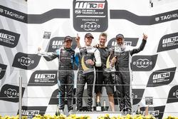 Подиум: победитель Тед Бьорк, YMR, второе место – Фредерик Вервиш, Audi Sport Team Comtoyou, третье место – Иван Мюллер, YMR