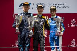 El segundo, Alexander Albon, DAMS, el ganador, Jack Aitken, ART Grand Prix, el tercero, Lando Norris, Carlin