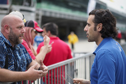 Dario Franchitti and fan