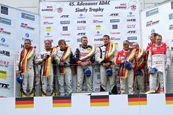Podium: 1ers Lance David Arnold, Andreas Simonsen, Christian Menzel, 2èmes Jorg Muller, Uwe Alzen, 3èmes Klaus Abbelen, Sabine Schmitz, Patrick Huisman, Frank Stippler