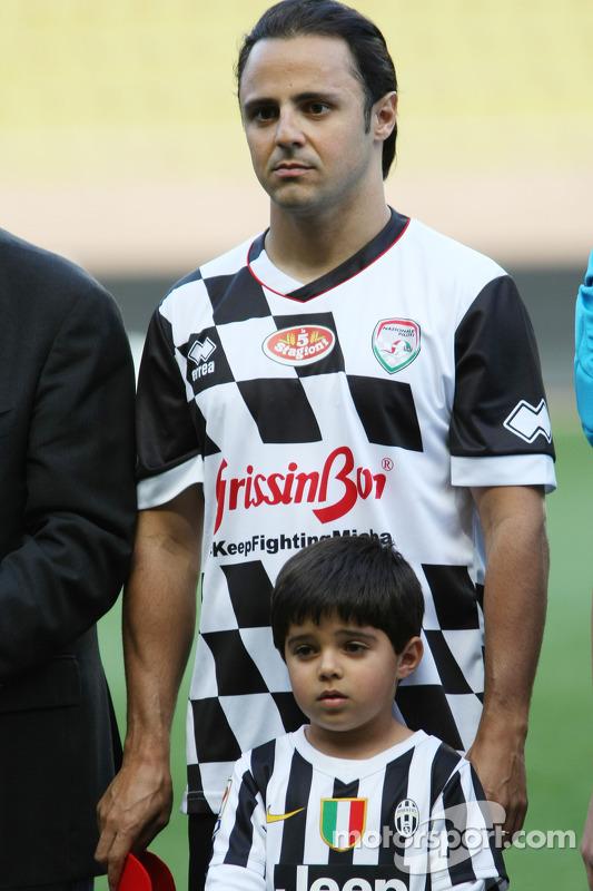 Felipe Massa, Williams ve oğlu Felipinho yardım maçında