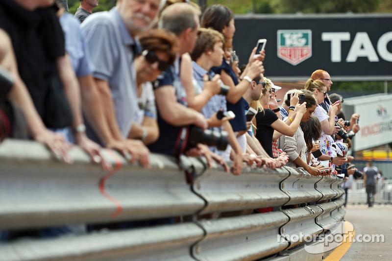 Fans at the pit lane