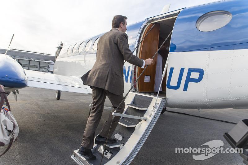 Kurt Busch boards a plane