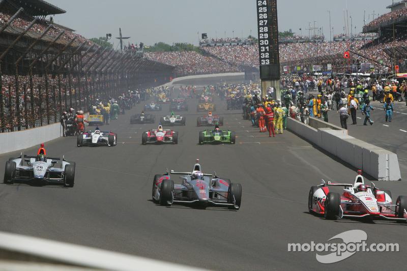 Il gruppo pronto per la 98esima corsa della Indianapolis 500
