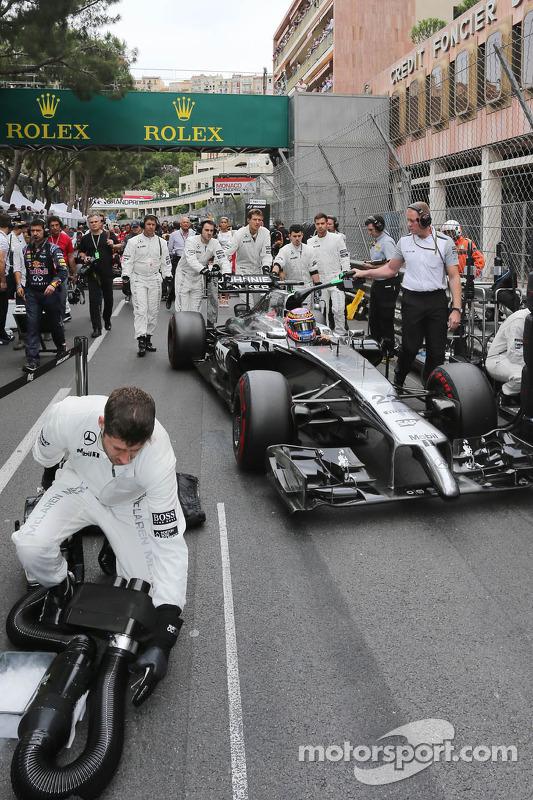 Jenson Button, McLaren MP4-29 in griglia di partenza