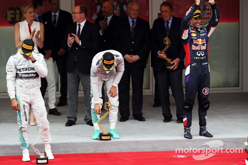 Il podio: Lewis Hamilton, Mercedes AMG F1, secondo; Nico Rosberg, Mercedes AMG F1, vincitore della gara; Daniel Ricciardo, Red Bull Racing, terzo