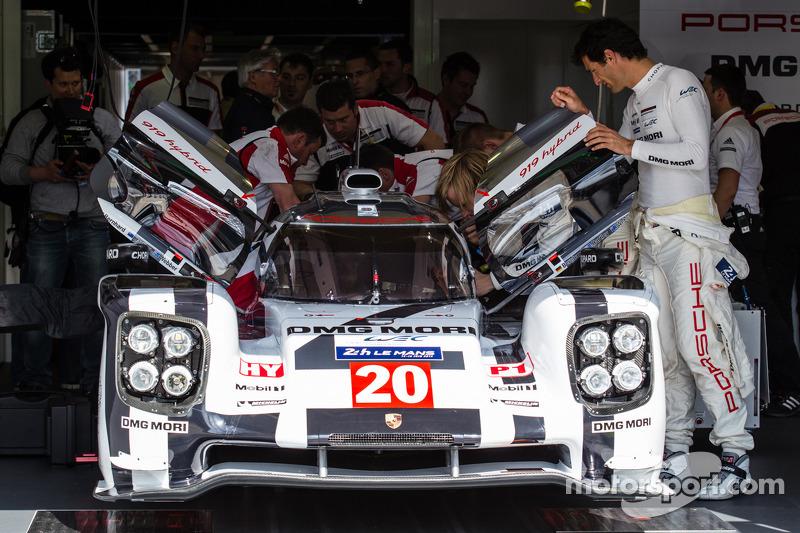 #20 Porsche Team Porsche 919 Hybrid com Mark Webber